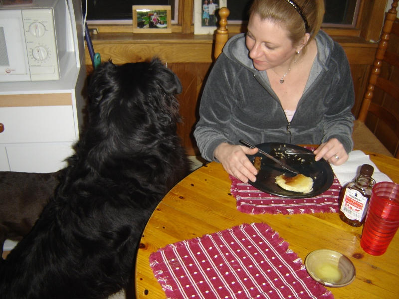 Lisa_and_Arty_eating_Pancakes